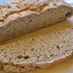 Brot backen dauert lange und ist kompliziert. Stimmt nicht (immer). Wie der Name schon sagt, dauert es nur eine Minute diesen Teig zusammenzurühren, danach kommt es sofort ins Backrohr.