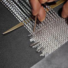 "bottegaveneta: "" Emphasising the meticulous craftsmanship, sculpted design and the signature intrecciato motif, the new limited edition women's sunglasses are a tribute to the Bottega Veneta. Jewelry Tools, Metal Jewelry, Jewelry Art, Jewelry Design, Wire Crafts, Metal Crafts, Wire Weaving, Jewelry Making Tutorials, Bottega Veneta"
