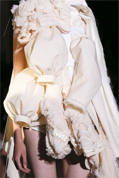 Comme des Garçons Spring 2013 Ready-to-Wear Fashion Show Dope Fashion, White Fashion, Runway Fashion, Fashion Art, Fashion Brands, Fashion Show, Fashion Design, Paris Fashion, Rei Kawakubo