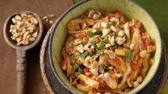 Kohl mit einem Hauch Asien: Scharfes Weißkohl-Curry mit Ingwer und Erdnüssen | http://eatsmarter.de/rezepte/scharfes-weisskohl-curry