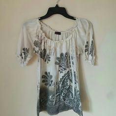 Cute stylish top Has been worn and loved but still in good condition from smoke free and pet free home. Has some pulling on material but not too bad and have to look hard to see it. This top looks so cute on and is comfortable! Elastic around top. agenda Tops