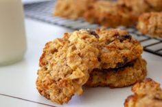 Sugar Free Apple Oat Cookies are nut and dairy free and just perfect for school lunches or baby led weaning. Full of goodness and free of sugar these cookies will be a family favourite. Apple Cookies, Oat Cookies, Yummy Cookies, Almond Recipes, Apple Recipes, Baby Food Recipes, Apple Cinnamon Muffins, Cinnamon Apples, Cookie Calories