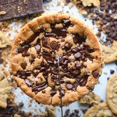 Chocolate Chip Cookie Cake - Kuchen und Torten - Check out this delicious chocolate chip cookie cake, one that the whole family will love! Visit SO - Chocolate Chip Cookie Cake, Chocolate Cookie Recipes, Easy Cookie Recipes, Baking Recipes, Dessert Recipes, Brownie Recipes, Delicious Chocolate, Delicious Desserts, Yummy Food