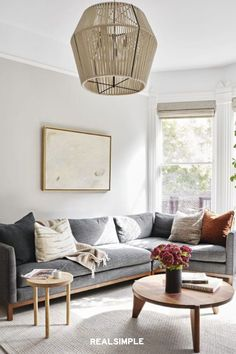 30 Easy and Unique Living Room Decorating Ideas | Not into a traditional L-shaped sectional? Try a different shape, like this subtle curved version that K Interiors used here. Not only does it look more custom, it creates more room for people to put their feet up and get cozy. #realsimple #livingroomdecor #livingroomideas #details #homedecorinspo Colourful Living Room, Living Room Green, Cozy Living Rooms, Formal Living Rooms, Modern Traditional Decor, Living Room Decor Traditional, Green Lounge, Southern Living House Plans, Transitional Living Rooms