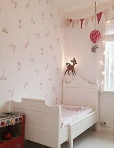 Feminine, beautiful girl's room #kids #decor