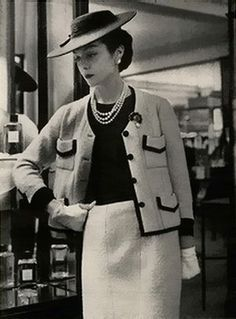 Mademoiselle,1959 Chanel suit I Was Born This Year.....