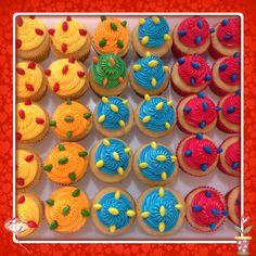Cores... Cupcakes neon! by www.mimosedeliciasdacris.blogspot.com www.facebook.com/mimosdacris