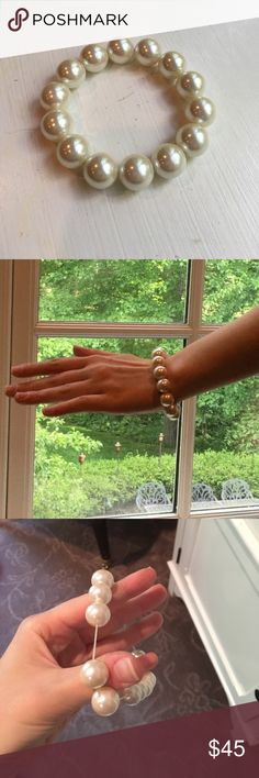 Faux Pearl Bracelet Cute elastic faux pearl bracelet.  Worn a few times, still in excellent condition. Jewelry Bracelets