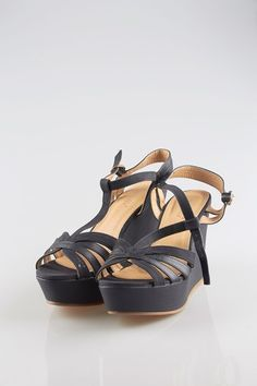STINA SANDAL - Black summer plautau platforms with peeptoe.