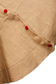 burlap Christmas tree skirt with velvet buttons, natural/red