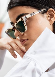 Angular Cat Eye Sunglasses - Tortoise - Cat-eye - & Other Stories Cat Eye Sunglasses, Mirrored Sunglasses, Tortoise Cat, Fashion Story, Classy And Fabulous, Style Icons, Sunnies, Personal Style, Beige
