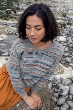 Issue 30 has beautiful sea inspired designs with rich textures and natural color combinations for women. It includes four sweaters, two wraps, a cardi, a tee, and a hat that will see you from high tide to low tide as the season shifts. Fall Knitting, Knitting Yarn, Knitting Sweaters, Knitting Magazine, Knit In The Round, Circular Needles, Needles Sizes, Stitch Markers, Pulls