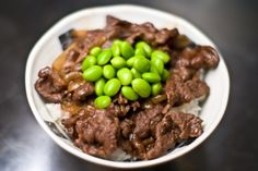 Gyudon recipe for a Japanese beef bowl. Learn how to make the yoshinoya beef bowl recipe at home.