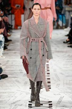 See all the Collection photos from Stella McCartney Autumn/Winter 2019 Ready-To-Wear now on British Vogue Fall Winter, Autumn, Bespoke, Street Styles, Stella Mccartney, Weave, Ready To Wear, Runway, Vogue