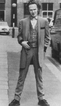 Malcolm McLaren used to be a Ted. Teddy Girl, Teddy Boys, 1950s Fashion, Boy Fashion, 1950s Style Outfits, Rockabilly Men, Culture Clothing, Estilo Pin Up, Boys Suits