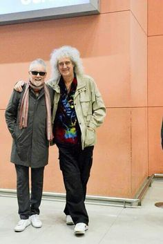 BFFs! Wish deaky and freddie were there in the photo too Brian May, Roger Taylor Queen, Queen Ii, Killer Queen, John Deacon, Great Bands, Queen Band, Queen Freddie Mercury, Save The Queen