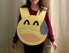 Disfraz emoticono de watsapp - By Terenya Emoji Costume, Fall Halloween, Smiley, Thanksgiving, Costumes, Carnival, Party, Easy Kids Crafts, Smileys