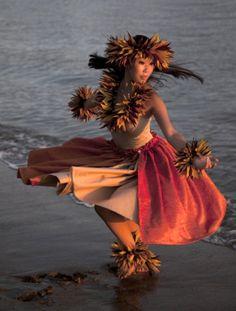 Hula Dancer - Hawaii, what a beautiful place. On my bucket list. Polynesian Dance, Polynesian Culture, Hawaiian Dancers, Hawaiian Art, Shall We Dance, Lets Dance, Wellness Massage, Hawaii Hula, Hula Dancers