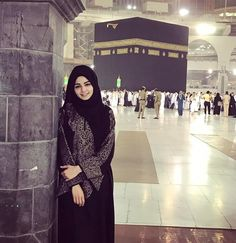 Oh Allah give every muslim the opportunity to touch the holy kaaba Ameen. Muslim Girls, Muslim Couples, Muslim Women, Hijabi Girl, Girl Hijab, Street Hijab Fashion, Muslim Fashion, Modele Hijab, Muslim Beauty