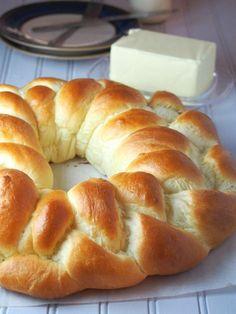 Ingrédients: 1 sachet de levure de boulanger instantanée 60 g de sucre 500 g de farine de type 45 Peser 2 œufs et compléter à 2...