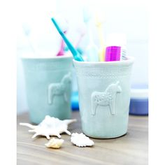 Mia Blanche cup for the toothbrushes.