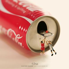 Miniature Calendar: Creative Photography by Tatsuya Tanaka - Inspiration Grid Object Photography, Figure Photography, World Photography, Creative Photography, Miniature Calendar, Logos Retro, Miniature Photography, Tiny World, Grid Design