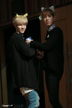 Yugmark   Markgyeom - The Hyung and his Maknae - Gyeomie's look is like 'Can you give us a minute?' and Mark is all, 'Yeah, be jealous.' lol #Yugmark #Markgyeom