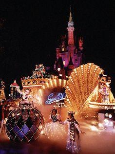 SpectroMagic Parade in Walt Disney World.. I love watching this!