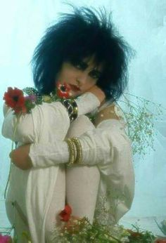 awww Siouxsie is so cute <3 I want to draw a chibi version of her like this.