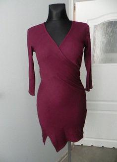 Bordowa prążkowana kopertowa sukienka Pull&Bear ML