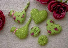 Minis coussins, tissu pois et fleur, oiseau, coeur, fleur, perle,pièce pour création, loisir créatif : Accessoires à accrocher par au-plaisir-des-createurs