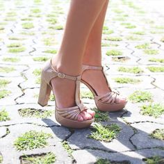 Plataforma em verniz, super chic! Sofisticando qualquer ocasião!   #vidascomestilo #paralelascalcados #modaporprecojusto  #amosapatos #moda #shoes #love #instagood #fashion #estilo #instamood #instalove #welove #instashoes #trendalert #tendencia #conforto #cool #versatil #trend #amoguapa #rasteira #laceup #dourado