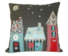 Cojín con casitas de patchwork. Cushion.
