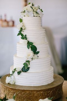 Classic summer wedding cake: http://www.stylemepretty.com/2016/06/30/a-wedding-that-proves-going-green-can-be-oh-so-chic/ | Photography: Kallima Photography - http://www.kallimaphotography.com/