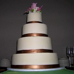 copper wedding cake but with teal accents
