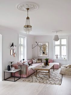 This living room with rose quartz accents is just darling! Well, is that the infamous rose quartz shade? It seems like it. Nevertheless, this space is just gorgeous. See how the lack of small cluttere