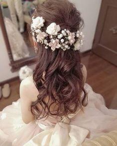 カラードレスに似合う、お色直し用花嫁ヘアカタログ | marry[マリー] Bridal Headdress, Bridal Hairdo, Hairdo Wedding, Bridal Hair And Makeup, Boho Hairstyles, Wedding Hairstyles, Hair Design For Wedding, Hair Garland, Bridal Hair Inspiration