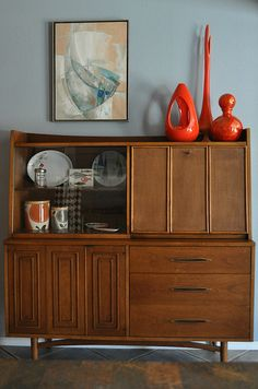 Wall Decor Living Room Designs Ideas danish modern hutch - JP Love this idea. Mid Century Modern Decor, Mid Century Modern Furniture, Mid Century Design, Danish Modern, Mid-century Modern, Modern Room, Modern Living, Retro Furniture, Cool Furniture