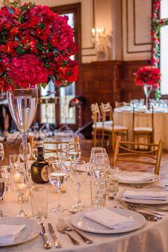 15 claves para que luzcan tus mesas de boda más que perfectas. #Matrimoniocompe #Organizaciondebodas #Matrimonio #TipsNupciales #CaminoAlAltar #MatriPeru #BodaPeru #DecoracionDeMatrimonio #DecoracionConFloresParaBodas #CentroDeMesaBoda Table Settings, Table Decorations, Home Decor, Wedding Centerpieces, Wedding Tables, Floral Decorations, Receptions, Candy Stations, Homemade Home Decor
