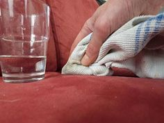 la terre de Sommières nettoie les taches de boissons sucrées