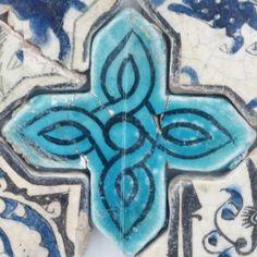 Karatay Medrese, Konya : Single Tile Motifs with Cross Tiles – Haç Karo ile Tek Karo Motifleri-Turquoise Cross Tiles – Turkuvaz Haç Motifi