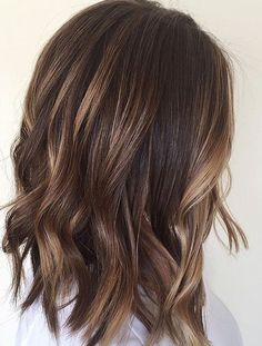Brunettes or ladies with dark brown hair can adopt this idea. To get the balayage you need to light brown hue around the face while dark blonde at the ends