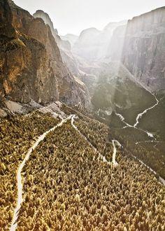Das Sellajoch führt vorbei an den Bergen Langkofel, Col Rodella und Piz Gralba.