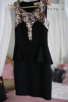 Again, I need this super pretty dress and I need somewhere to wear it to! ;)