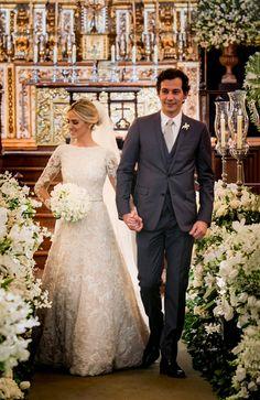 Casamento em São Paulo: Caroline Marraccini + Raphael Lunaderlli Barreto - Constance Zahn | Casamentos Simple Wedding Gowns, Custom Wedding Dress, Black Wedding Dresses, Elegant Wedding Dress, Wedding Bride, Bridal Dresses, Wedding Frocks, Wedding Styles, Lace Wedding Dresses
