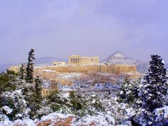 Snow on the Acropolis. | 31 Photos That Will Make You Want To Visit Greece Immediately