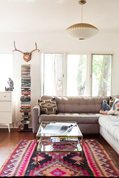 bold rug, softly hued furnishings and wall color