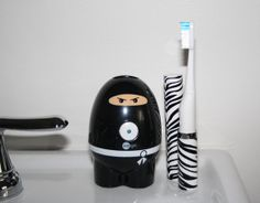 VioLife Giveaway – Win this adorable toothbrush sanitizer and travel brush!