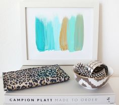 DIY canvas art: Simple, yet elegant.
