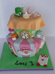 Alice in Wonderland cake  www.laura-moser.com